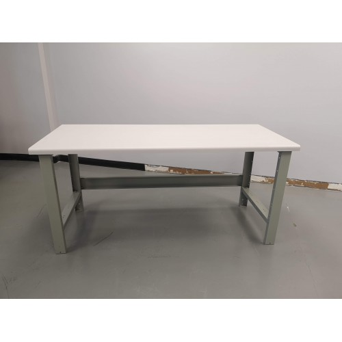 WORKBENCH WITH PVC LAMINATED TOP