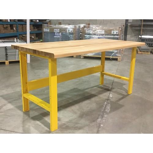 Table avec dessus de bois