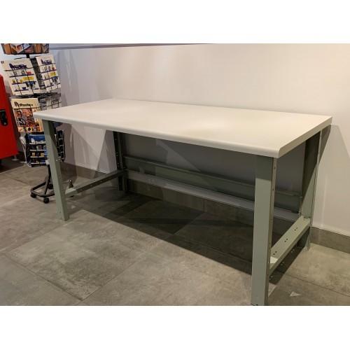 Table avec dessus PVC